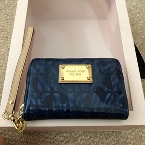 New Michael kors wristlet in dark blue